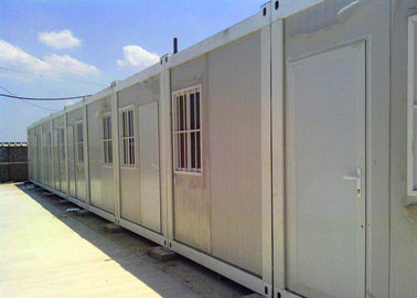 China White Flat Pack Modular Buildings 10 Sets Horizontal Connection On Construction Site supplier